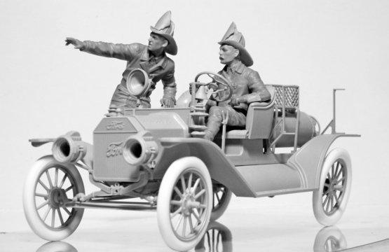ICM American Fire Truck Crew (1910s) 1:24