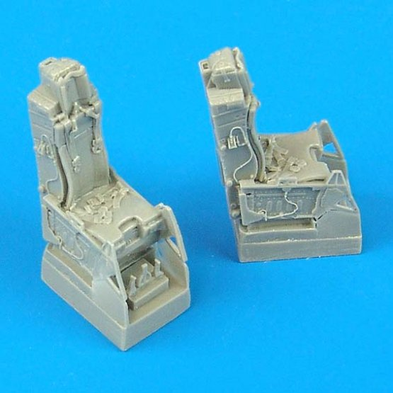 F-16D ejection seats with safety belts 1:72