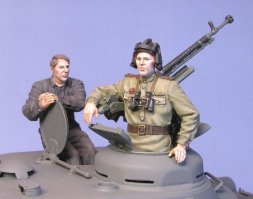 Tank IS-2 Tank Crew 1944-45 w/ DshKT 12.7mm MG 1:35