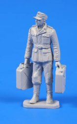 CMK German WW II Soldier with Fuel Cans 1:48