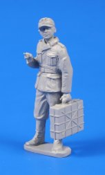 CMK Germann WWII Soldier with Grenade Case 1:48