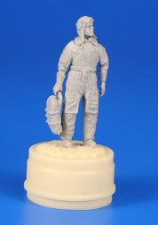 CMK Czechoslovak pilot (1938) with a parachute 1:48