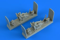 Modern Soviet Pilot & Operator with ej. seat for MiG-31 1:48