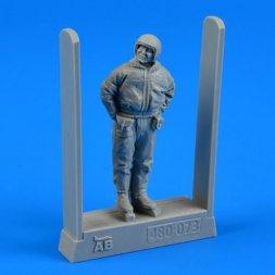 Aerobonus Soviet air force fighter pilot - winter suit 1:48