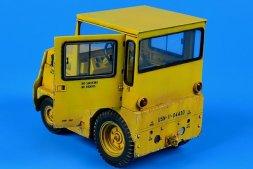 Aerobonus GC-340/SM340 w/ Cab tow tractor US NAVY/DLA 1:32